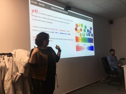 Lecţii practice de fizică, chimie şi informatică pentru elevi, în companiile bihorene (FOTO)