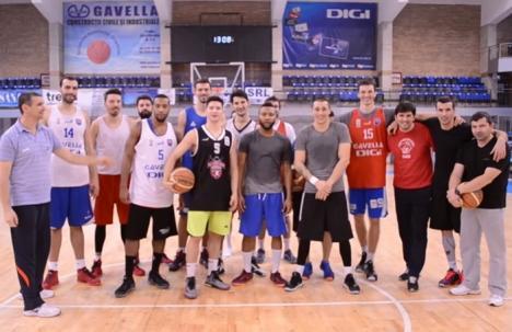 AZI, la Arena Antonio Alexe: Baschetbaliştii orădeni îşi cheamă fanii să-i încurajeze la meciul împotriva Stelei (VIDEO)