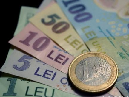 """Efectele """"revoluției fiscale"""": Un euro a depăşit, joi, 4,62 lei"""