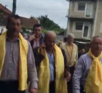 Fără ruşine: Preşedintele PNL Cornel Popa, la braţ cu proaspătul condamnat penal Adrian Domocoş (VIDEO)