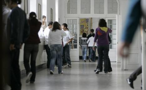La loc comanda: Ministrul Educaţiei vrea clasa a IX-a înapoi la liceu