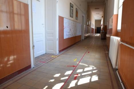 Chiar dacă n-au măşti de la Minister, şcolile din Bihor sunt pregătite pentru reluarea cursurilor. La un colegiu, niciun copil nu vrea să revină la cursuri! (FOTO)
