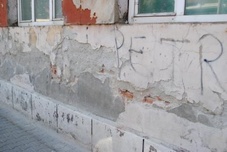 Primăria reabilitează faţada Liceului Ortodox. Banii vor fi luaţi din cota anuală alocată cultului ortodox (FOTO)