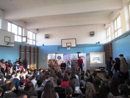 Campionii României în şcoală: Ligia Grozav s-a întâlnit cu elevii de la Liceul Lucian Blaga (FOTO)