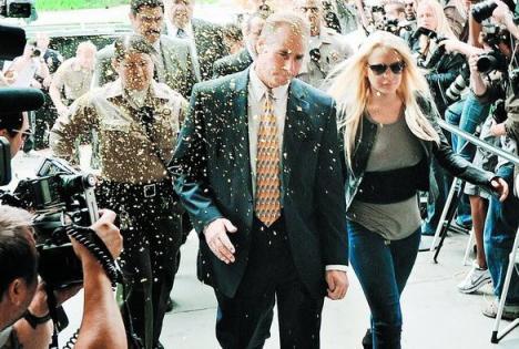 Lindsay a intrat în închisoare printre aplauze şi confetti