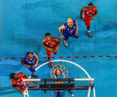 Fotograful orădean Ovi D. Pop, medaliat cu aur în Italia pentru o fotografie cu staruri din baschet