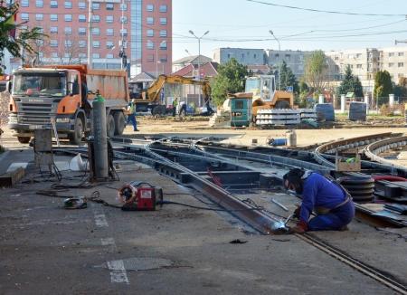 Linia de tramvai va fi redesenată. Intersecţia străzii Primăriei cu Bulevardul Decebal rămâne închisă până pe 22 noiembrie