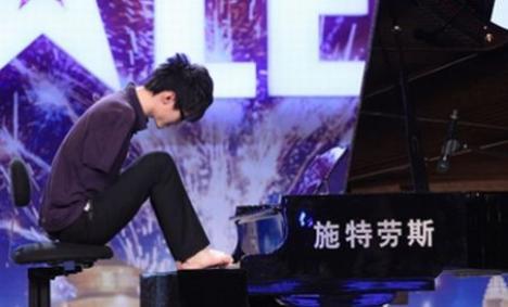 """Un pianist fără mâini a câştigat """"China's Got Talent"""" (VIDEO)"""