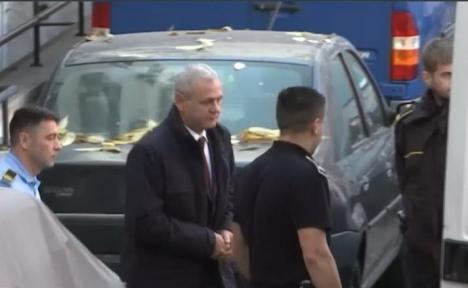 Primele imagini cu Liviu Dragnea după aproape şase luni în puşcărie. Fostul şef al PSD cere rejudecarea procesului în care a fost condamnat (FOTO / VIDEO)