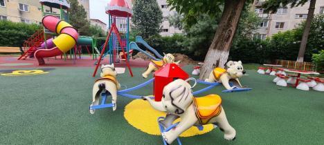 Loc de joacă nou în Aleşd, amenajat cu premiul obţinut în 'Campionatul bihorean al curăţeniei' (FOTO)