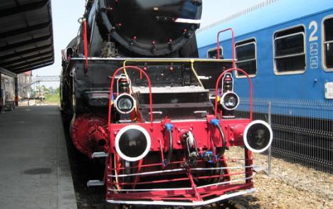 Locomotivă cu aburi, din anii 30, expusă în Gara Mare (FOTO)