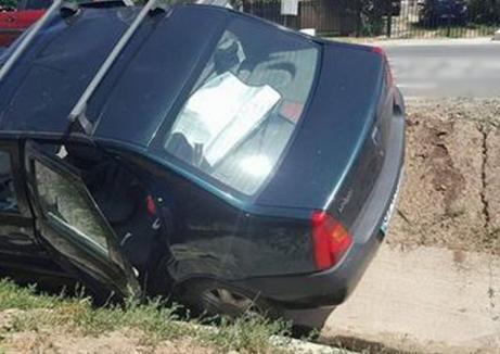 Un hoţ a ajuns cu maşina furată în şanţ şi a vrut să fugă. A fost prins de un şofer