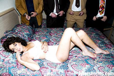 În rol de starletă porno: Lindsay Lohan complet dezbrăcată (FOTO)