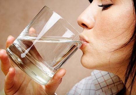 Primari fără soluţii: sătenii din localităţile cu apă nepotabilă nu au ce bea