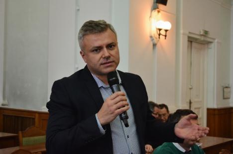 Director la control: Șeful de la Patrimoniu vânează mașinile parcate de angajații Primăriei Oradea