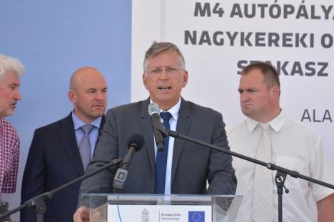 """Şantier inaugurat cu fanfară: În vreme ce Autostrada Transilvania e """"suspendată"""", ungurii se apropie cu autostrada M4 de Borş (FOTO / VIDEO)"""