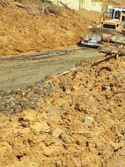 Prefectul a convocat Comitetul pentru Situaţii de Urgenţă din cauza alunecării de teren de pe DN 76 (FOTO / VIDEO)