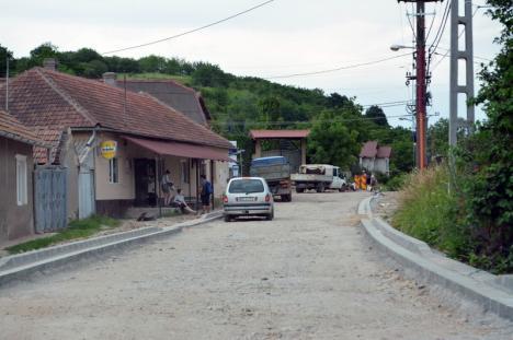 Alternativa la Oşorhei: Drumul de Fughiu prin Podgoria este realizat în proporţie de 20% (FOTO / VIDEO)