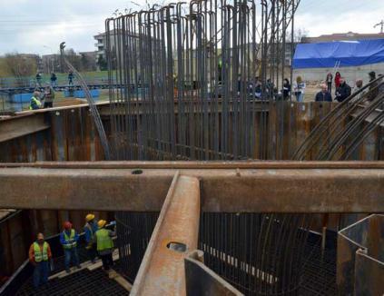 Primul picior al podului Sovata va fi turnat în cursul zilei de marţi (FOTO)