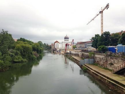 În centrul şantierului: Lucrările din zona centrală a Oradiei i-au adus pe locuitori la disperare (FOTO)