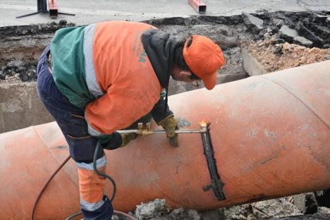Oradea la rece! Orădenii riscă să tremure în case pentru că sezonul rece prinde oraşul, din nou, cu lucrări de termoficare neterminate (FOTO)