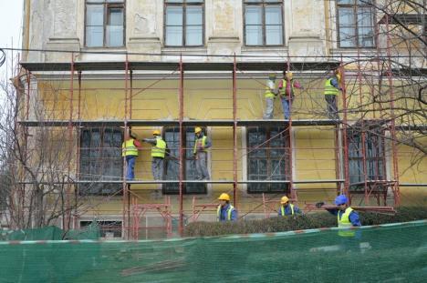 Making of: Cum se reabilitează Palatul Baroc şi ce s-a găsit în subsolul clădirii (FOTO/VIDEO)