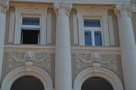 Palatul de Justiţie: Au fost date jos plasele de pe faţade (FOTO)
