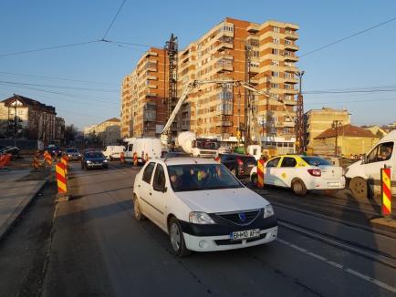 Evitaţi! Circulaţia pe podul Dacia din Oradea, restricţionată la o bandă pe sens de lucrările la pasajul Magheru (FOTO / VIDEO)