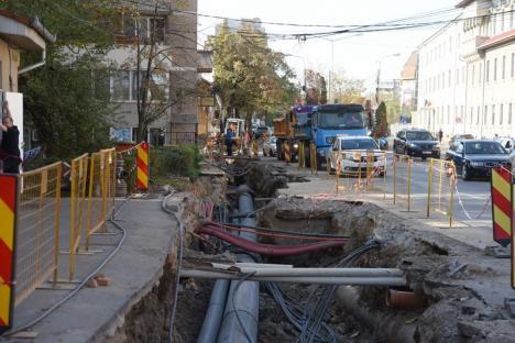 Haos pentru pasaj: Blocaje pe strada Libertăţii din centrul Oradiei, închisă de pe o zi pe alta (FOTO)