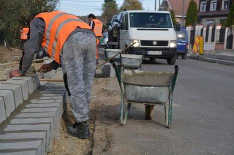Încă se lucrează! Asfaltarea străzii Calea Bihorului, amânată pentru acest weekend (FOTO / VIDEO)