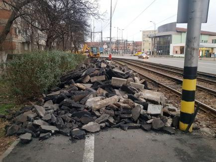 Lucrările de modernizare a bulevardului Nufărul – Cantemir au început cu decopertarea trotuarului (FOTO)