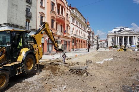 Lucrările de amenajare a Pieţei Ferdinand şi a străzii Aurel Lazăr din Oradea au ieşit din subteran (FOTO)