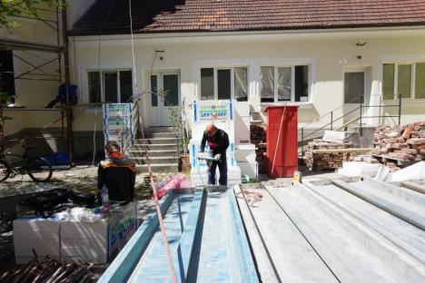 Fațadele interioare ale Palatului Episcopal Greco-Catolic din Oradea au fost reabilitate în proporție de 30% (FOTO)