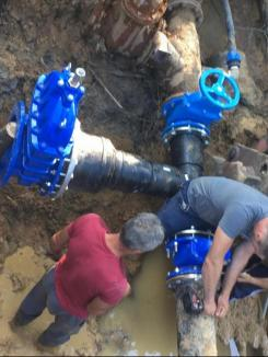 """""""Spălați-vă pe mâini!"""" Locuitorii din Ștei nu au apă în plină pandemie de Covid-19 (FOTO / VIDEO)"""