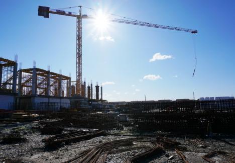 Lucrările de construire a noii săli polivalente din Oradea sunt realizate în proporţie de 25% (FOTO)