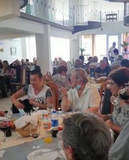 Primarul din Lugaşu de Jos, acuzat că mituieşte alegătorii cu bani în campanie. Poliţia a descins la o chermeză plătită de Primărie (FOTO / VIDEO)