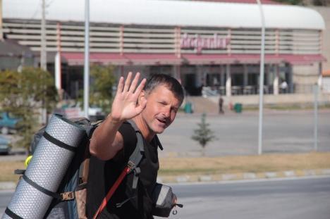 Lumea la picioare: Jurnalistul orădean Pengő Zoltán face o călătorie pe jos până în Tibet (FOTO)