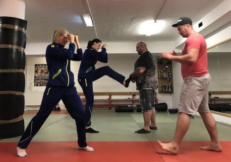 De la handbal la MMA: Sandu Lungu le-a învățat să lupte pe jucătoarele naţionalei de handbal a României, la Oradea