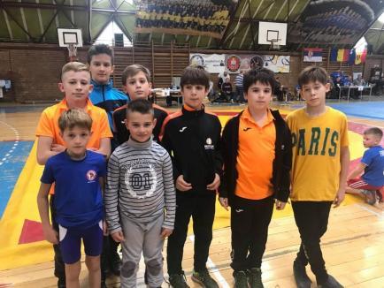 Cinci medalii pentru tinerii luptători de la CSS LPS Bihorul Oradea, la concursul internaţional de la Timişoara (FOTO)