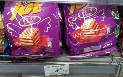 Vezi că te fură! Clienţii magazinului Trei G sunt înşelaţi cu preţuri ce cresc pe drumul de la raft la casa de marcat (FOTO)