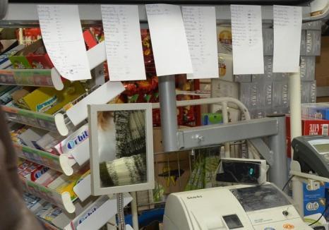 Hoaţă la tejghea: Vânzătoarea unui magazin din Marghita băga în buzunar încasările de peste program