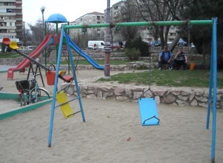 Parcul Magnoliei, pericol pentru copii (FOTO)