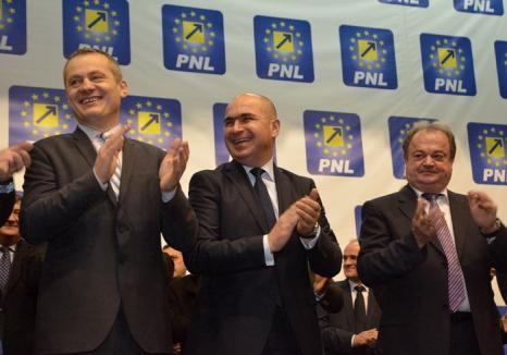 Tandemul Bolojan-Mălan la prezentarea candidaţilor PNL: Să nu dea în liberali 'cei ce n-au făcut nimic pentru Oradea şi Bihor', iar 'alegătorii să judece după fapte'