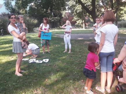 'Alăptare fără limite': Peste 100 de copii şi-au luat cina împreună, în Şanţul Cetăţii din Oradea (FOTO / VIDEO)