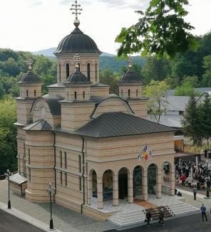De Sfânta Maria Mare, toate drumurile duc la Mănăstirea Izbuc