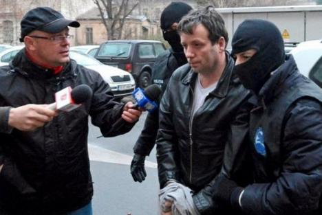 """Hackerul """"Guccifer"""", eliberat condiţionat în România și pe cale de a fi extrădat în SUA"""