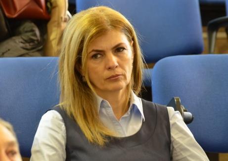 Marcela Prada şi-a dat demisia din funcţia de prorector, ca să rămână senator al Universităţii