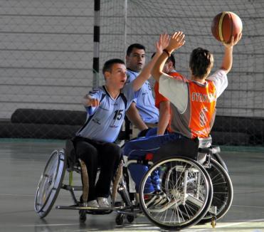 Baschetul se joacă şi pe roţi (FOTO)