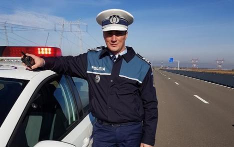 'Sancţionaţi' să trăiască împreună: Cum arată invitaţiile la nunta poliţistului Godină (FOTO)
