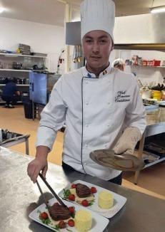 Un elev din Oradea, cel mai bun din ţară în bucătărie: A câştigat premiul I, dar şi un premiu special la un concurs şcolar de gastronomie (FOTO)